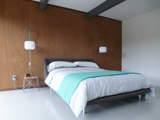 twin-sconce-bed