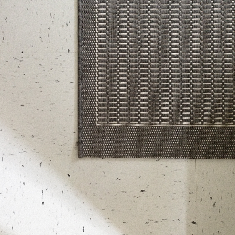 guest-room-vct-rug