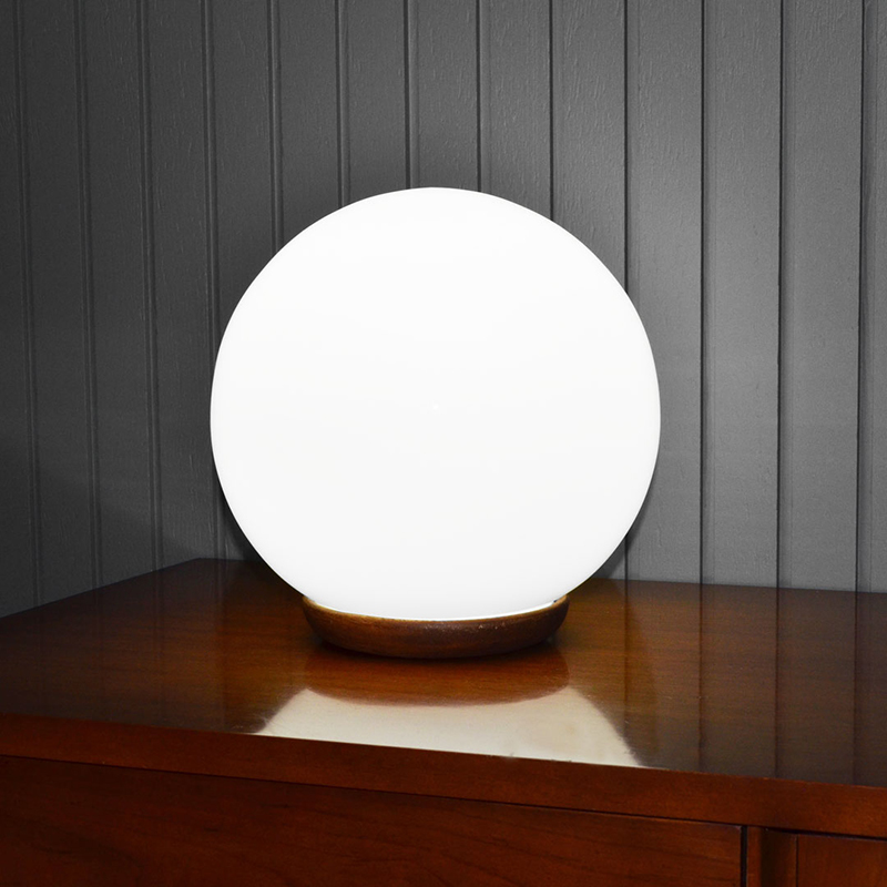 fado-globe-lit