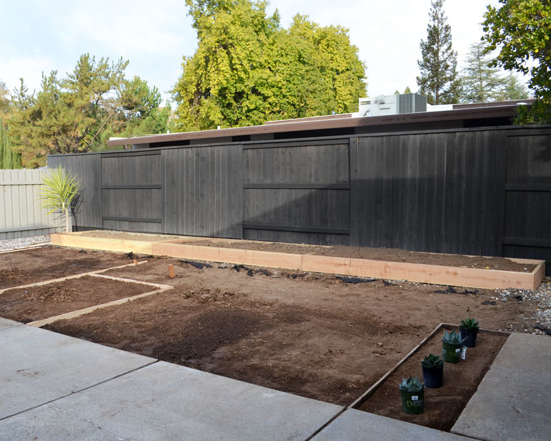 side-yard-framed+planter
