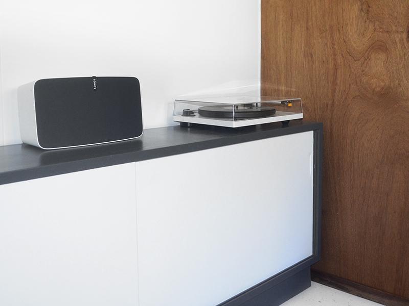 vinyl-coffin-stereo-close