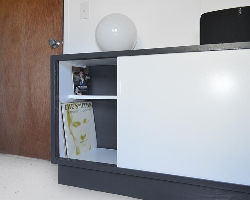 vinyl-coffin-storage